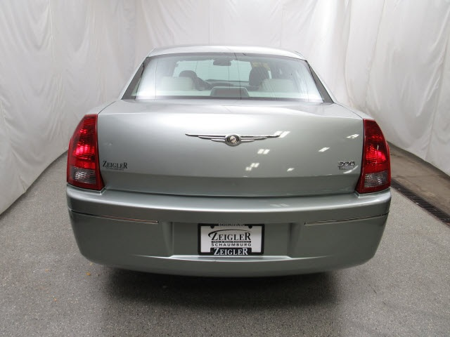 Pre-Owned 2005 Chrysler 300 Touring